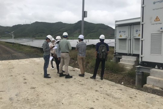 Ban lãnh đạo Công ty TTP Phú Yên kiểm tra tình hình Nhà máy điện mặt trời Hòa Hội sau cơn bão số 6