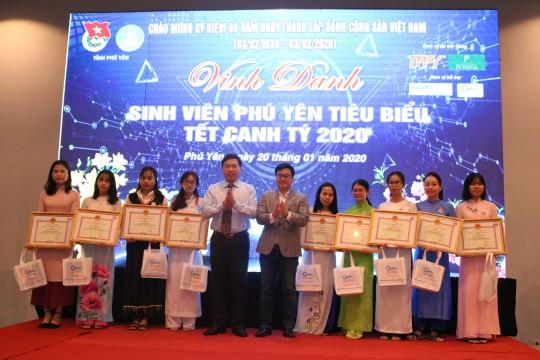 TTP PHÚ YÊN trao tặng 50 suất quà cho sinh viên tiêu biểu của tỉnh Phú Yên